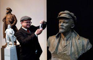 Exposición con imágenes de Lenin.