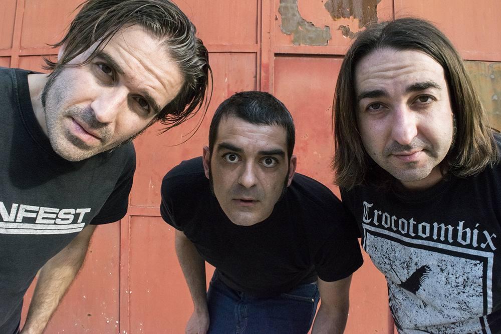 El trío, atento. Por Pablo Fernandez Serrano