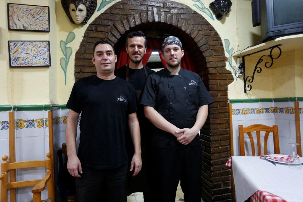 El equipo de cocina. Historias con Delantal. Casa El Famós. Fotografía de Jesús Signes.