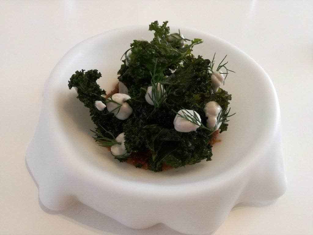 Un plato que esconde un tesoro muy verde.