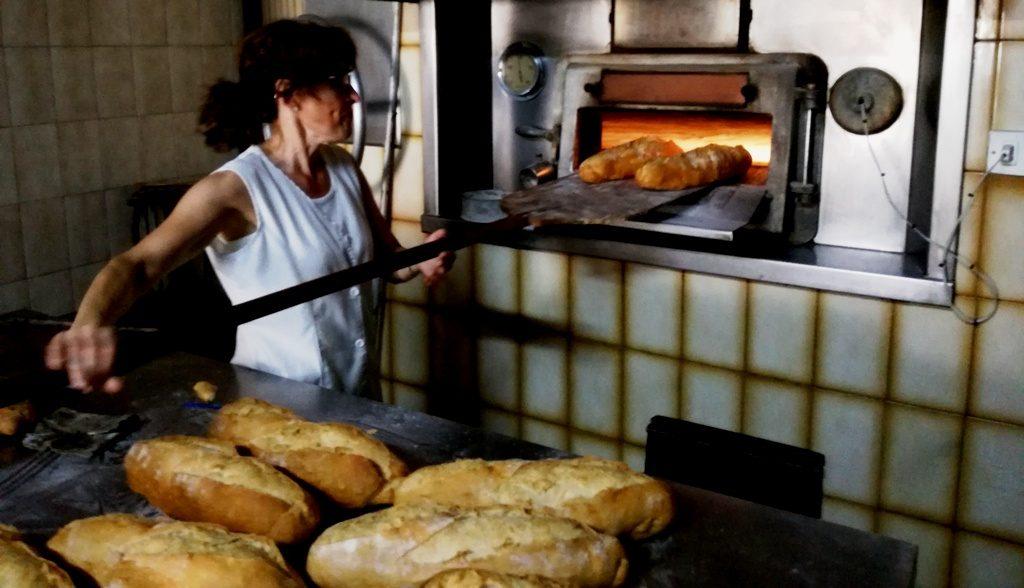 En esta imagen de un horno de Fontanars llegas a intuir sus aromas. Foto J. Trelis