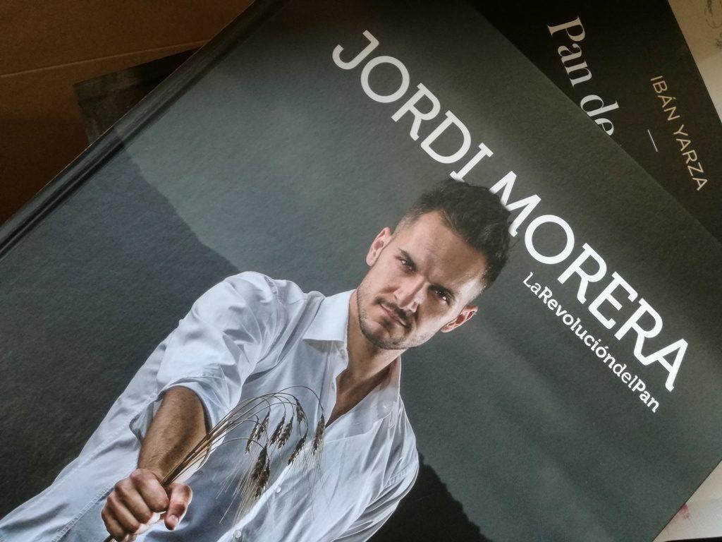 Portadad del libro de Jordi Morera para Montagud Editores. La imagen es de Mikel Ponce.