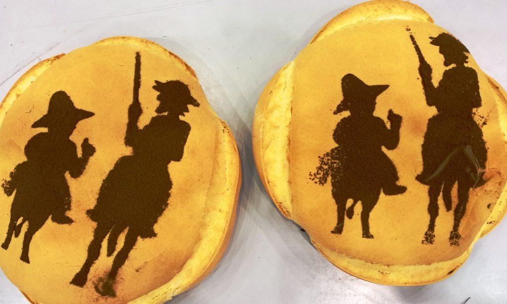 Dos de los panes elaborados por los horneros en el stand de Gastrónoma. El Quijote no podía faltar. Letras y pan.