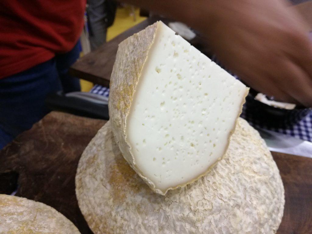 Este aspecto luce el queso de Heretat de Pere