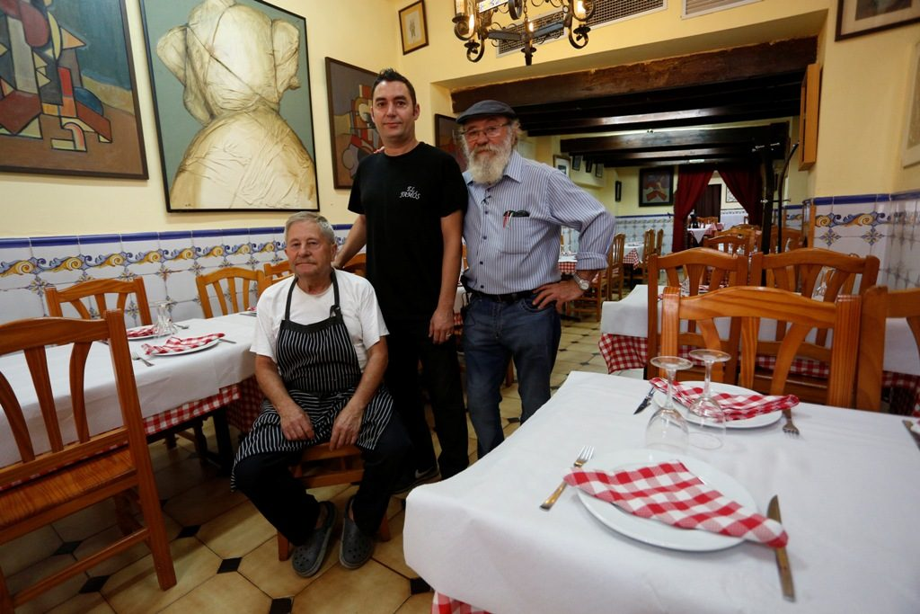 Los dos hermanos Navarro y el hijo de Vicente. Casa El Famós. Fotografía de Jesús Signes.
