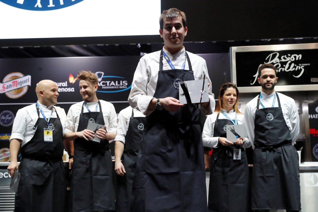 El chef español Nanín Pérez, del restaurante Murri, en Alicante, ha sido el galardonado como ganador en la categoría de Cocinero Revelación 2018. EFE/ Juan Carlos Hidalgo