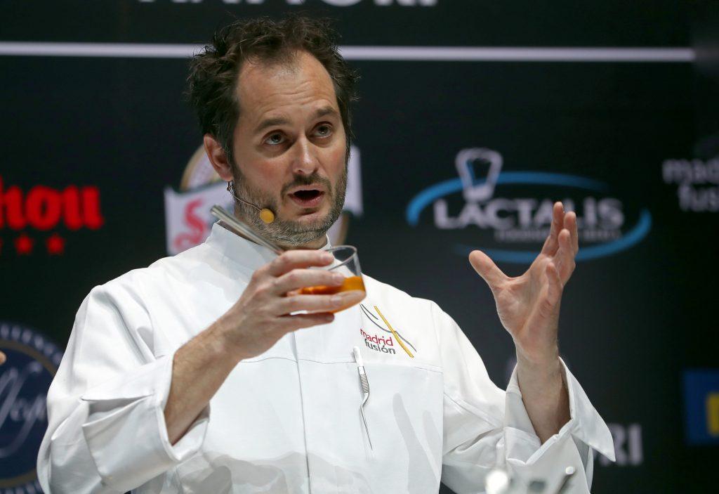 El chef Alexandre Couillon de La Marine (Francia), durante su ponencia El Chef de las Mareas. EFE/J.J. Guillén