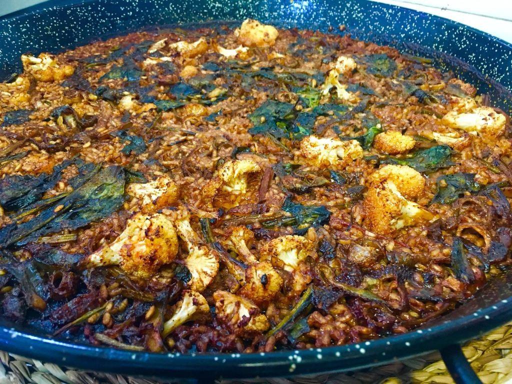 arroz-espinacas-coliflor-y-pieles-de-bacalao