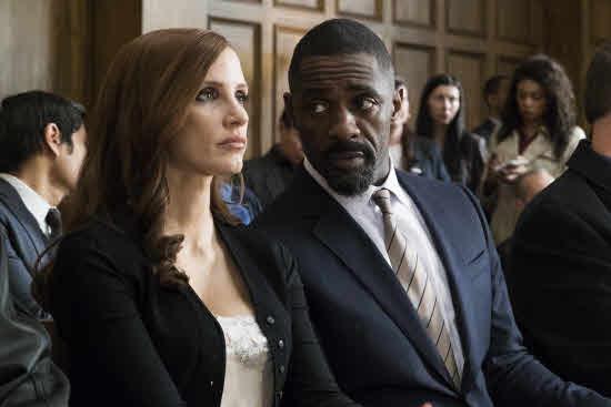 Jessica Chastain e Idris Elba en 'Molly's Game'.